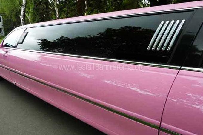 noleggio limousine rosa per feste 18 anni