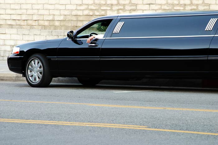 affitto limousine nera a roma
